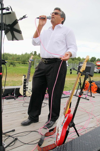 Arthur Caponi entertains at the recent Harvest Moon Food Truck Festival at Sholan Farms in Leominster. Caponi has been charged with child rape in an alleged incident in 2004. SENTINEL & ENTERPRISE FILE PHOTO