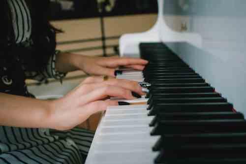 In memoriam - pianist