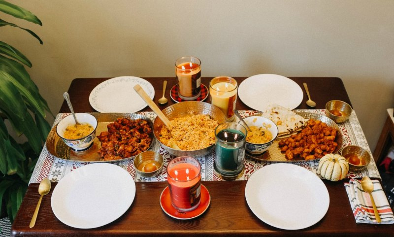 Lifestyle blogger Surekha of Dreaming Loud sharing Thanksgiving vegetarian tablespace decoration with Chesapeake Bay Candles