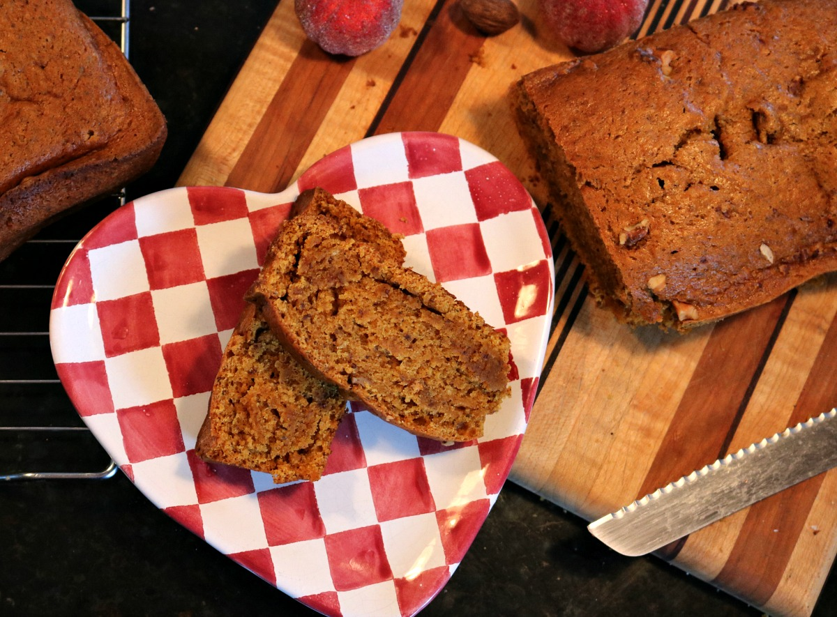 Easy Vegan Pumpkin Bread Recipe I DreaminLace.com