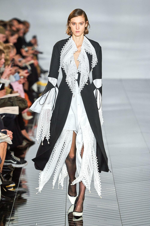 Best Paris Fashion Week Looks - Loewe Fall 2019 Runway Collection #PFW #FashionWeek