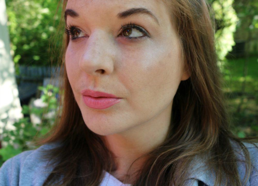 Huda Beauty Faux-Filter Foundation I DreaminLace.com #Makeup #CrueltyFreeBeauty
