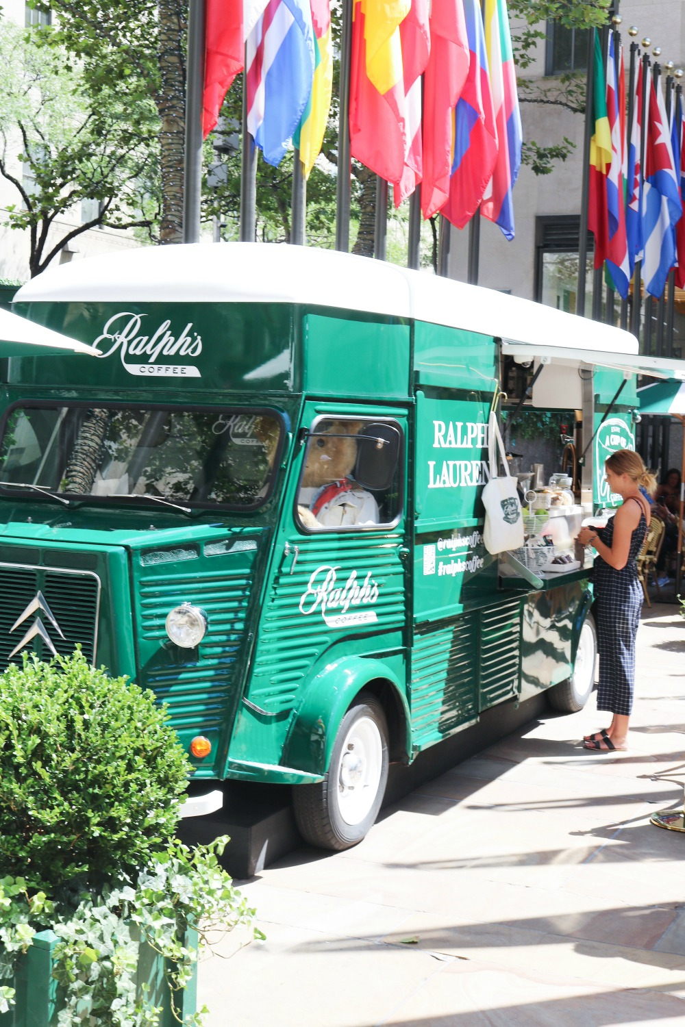 NYC Photo Diary I Ralph's Coffee Truck by Ralph Lauren at Rockefeller Center #Travel #TravelBlogger