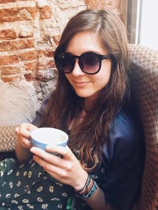 drinking coffee cafés