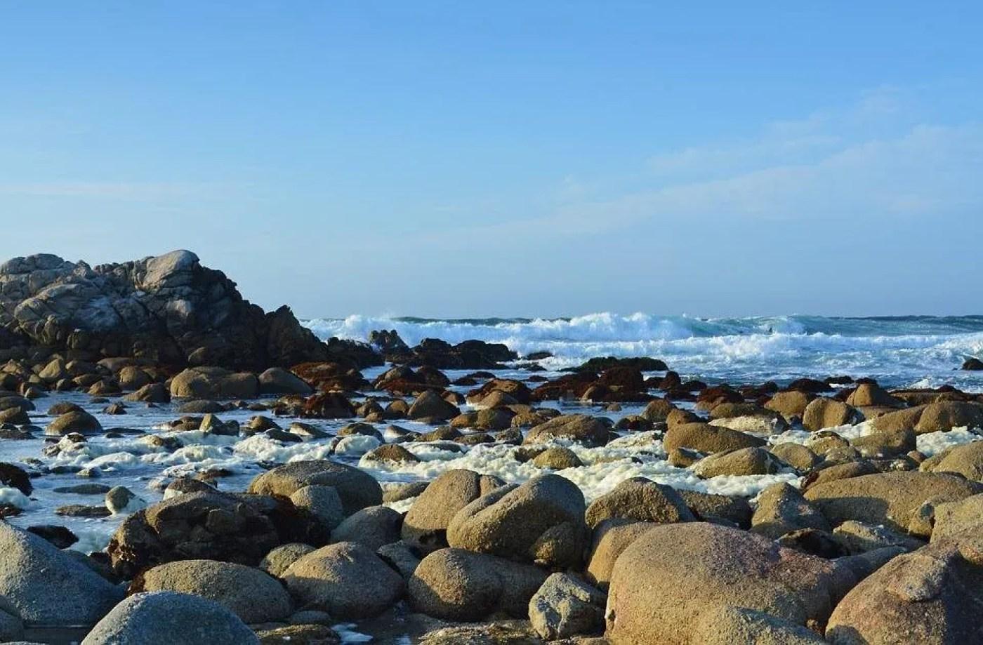 monterey ca rocks on the water