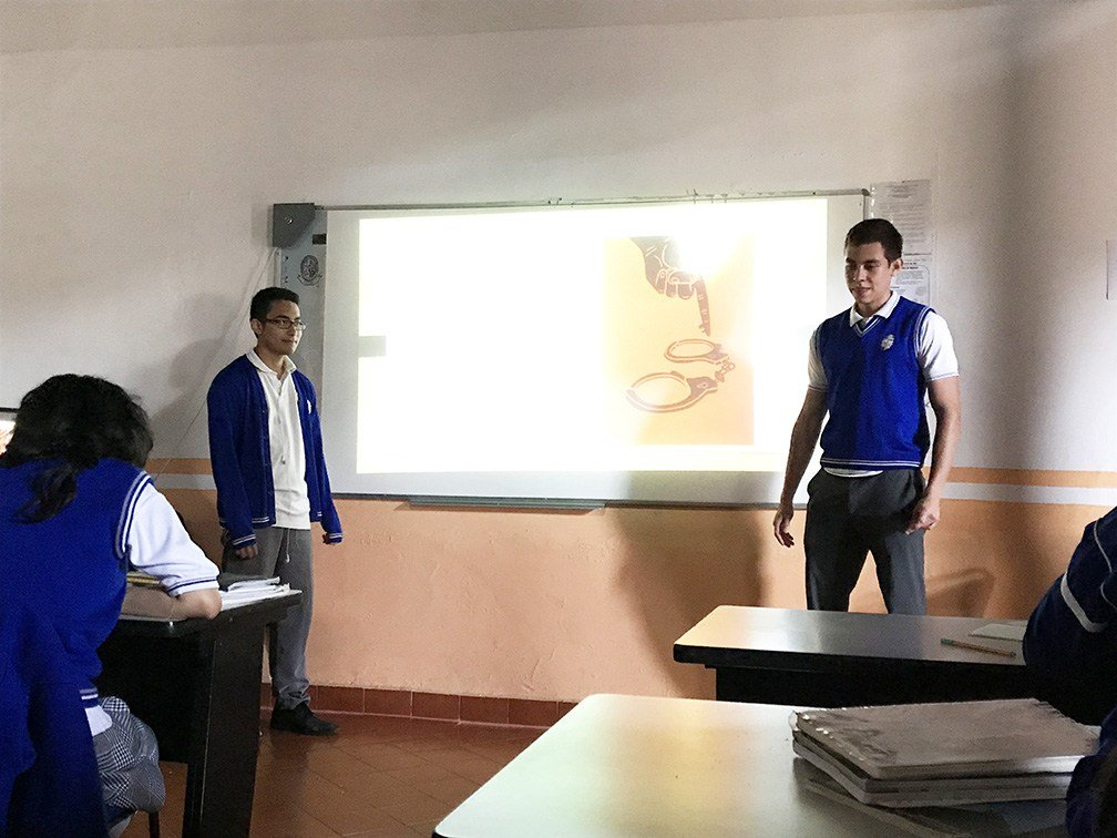 students giving a presentation ESL in Mexico City