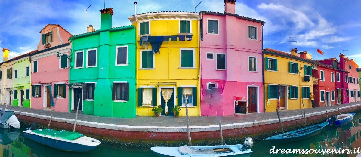 L' arcobaleno di Burano, un micro mondo multicolore nella laguna veneziana