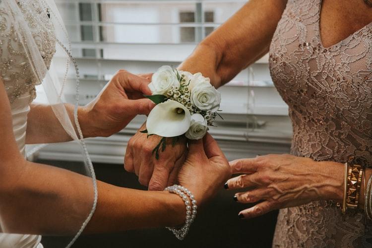 Come deve essere l'abito della mamma della sposa