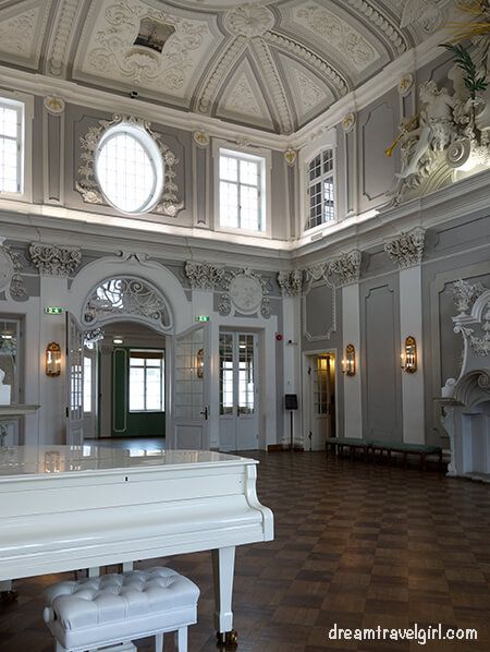 interior of the palace