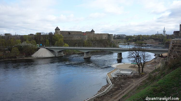 Narva river, construction work ongoing