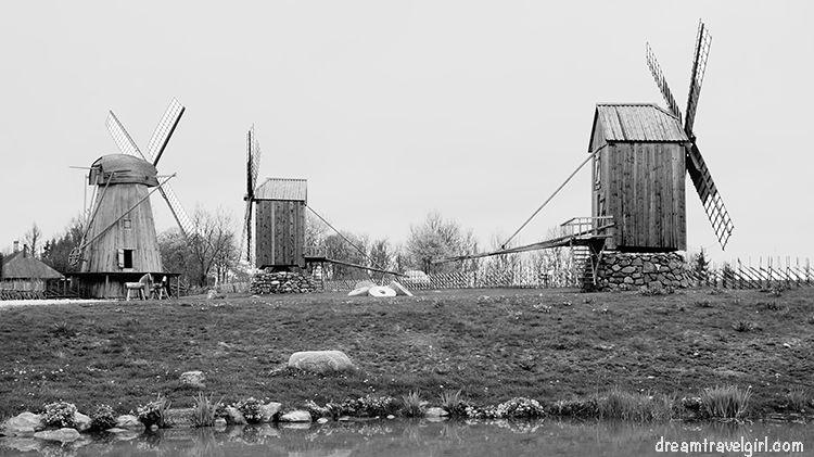 Estonia_Saaremaa_Angla_windmills05_BIG