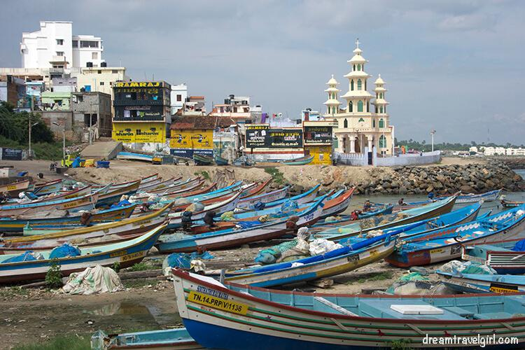 India_Kanyakumari_beach_boats