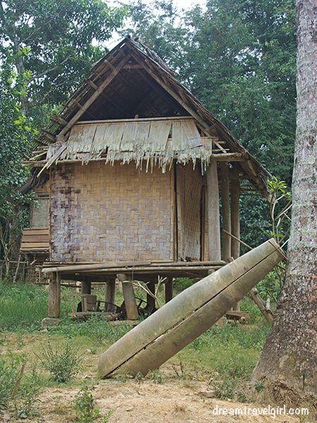 Laos_Huay-Bo_US-bomb
