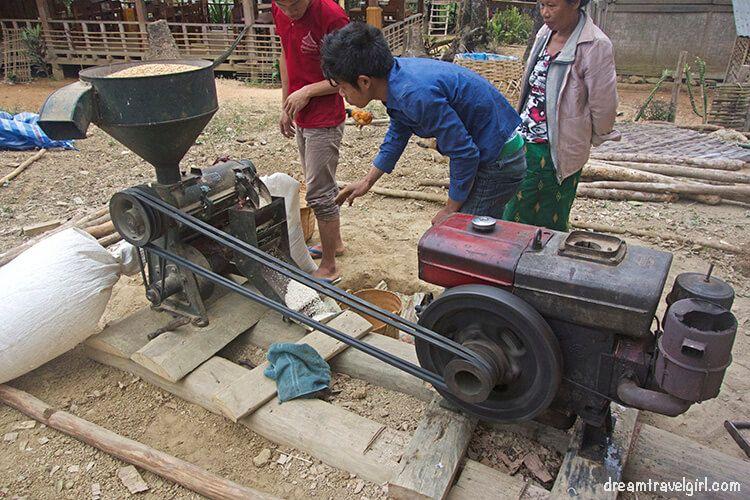Laos_Huay-Bo_peel-rice-machine