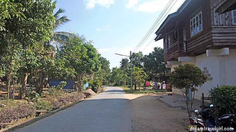 Laos_Luang-Namtha_street
