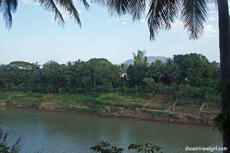 Laos_Luang-Prabang_Nam-Khan-riverside