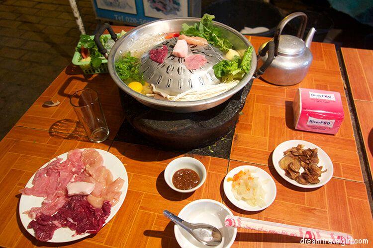 Laos_Luang-Prabang_lao-soup-BBQ