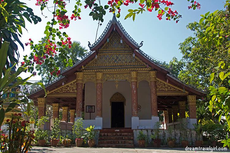 Laos_Luang-Prabang_temple-wat05