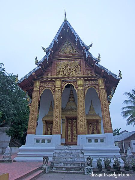 Laos_Luang-Prabang_temple-wat09