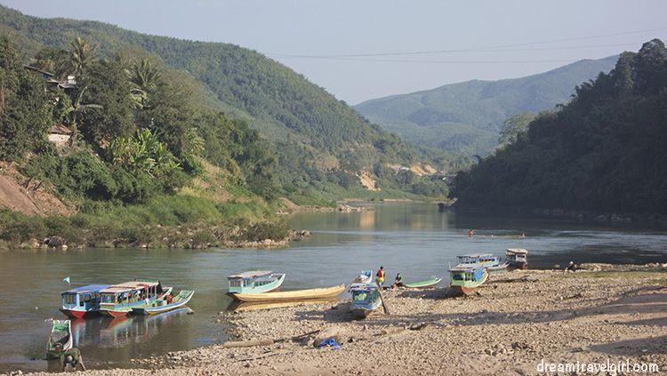 Laos_Muang-Khoa_Nam-Ou_boats