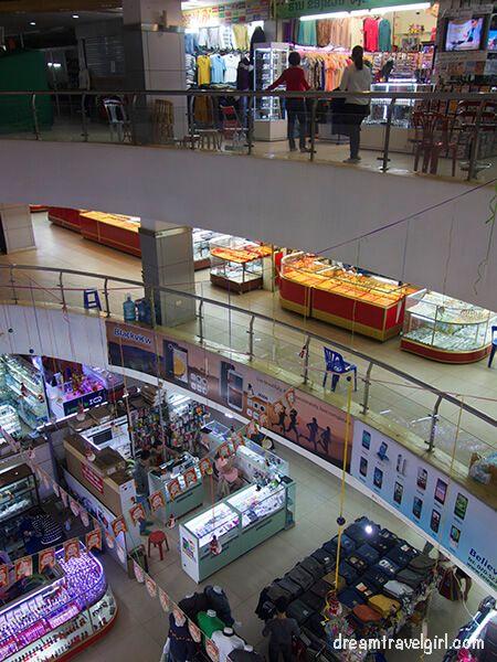 Laos_Vientiane_mall01
