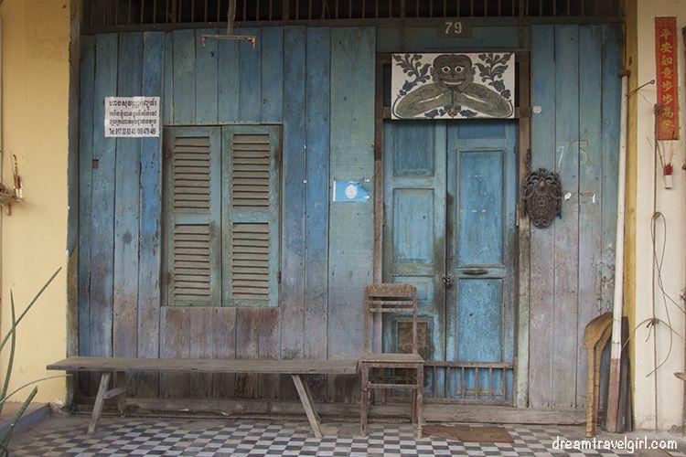 Cambodia_Kampot_architecture-wooden-door
