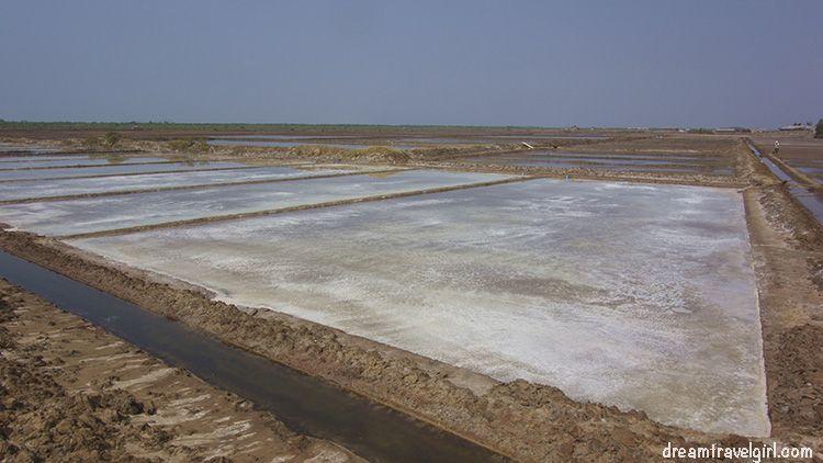 Cambodia_Kampot_salt-fields01