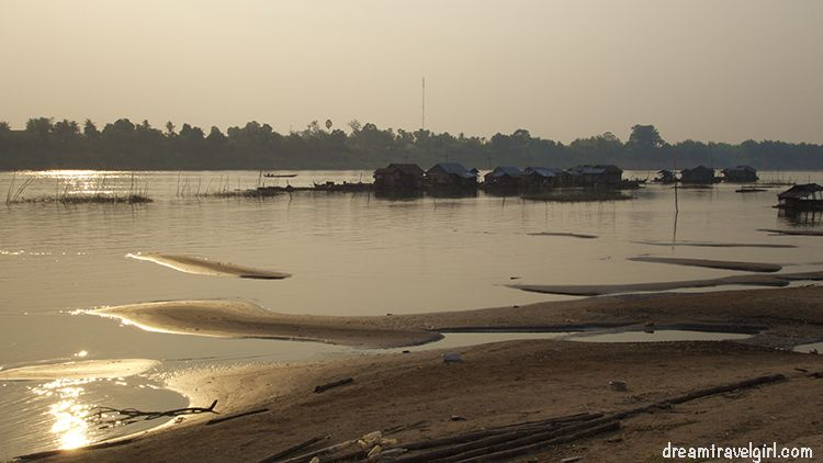 Cambodia_Kratie_Koh-Trong_floating-village1