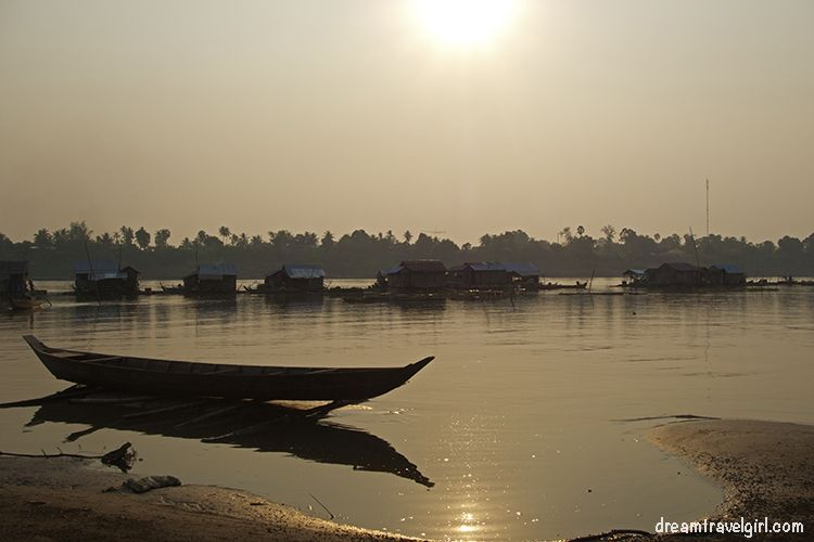 Cambodia_Kratie_Koh-Trong_floating-village2