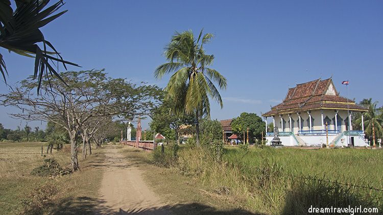 Cambodia_Kratie_Koh-Trong_temple