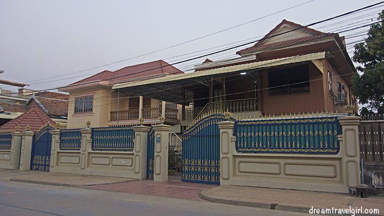Cambodia_Kratie_street_4