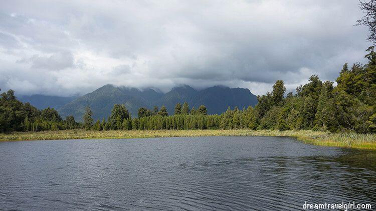 New-Zealand_Fox-village_lake-Matheson01