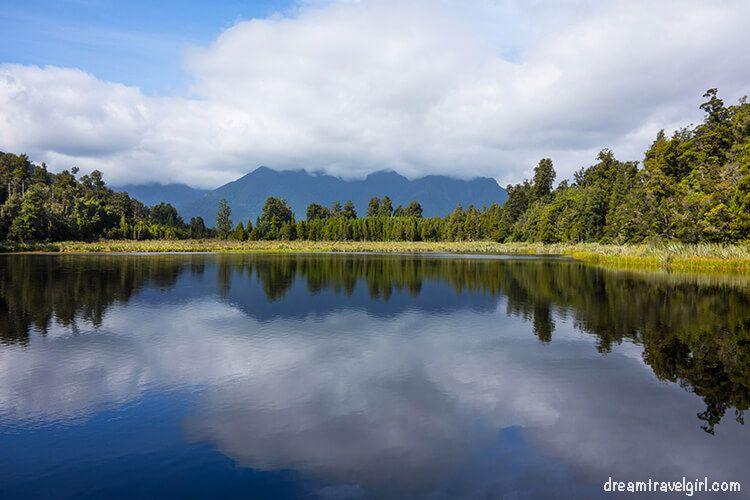 New-Zealand_Fox-village_lake-Matheson05