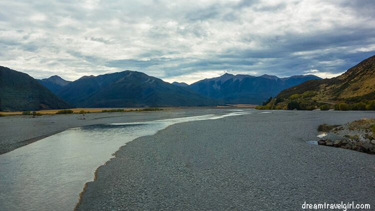 New-Zealand_TranzAlpine12_river