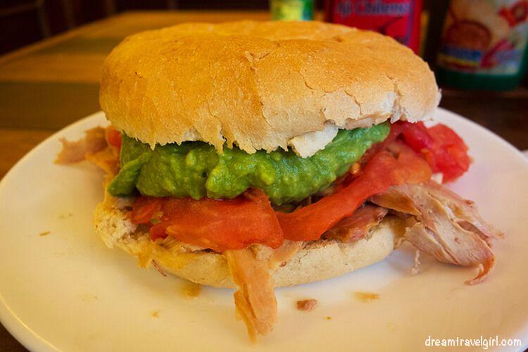 Chile_Santiago_food_sanwich-lomito-tomate-palta