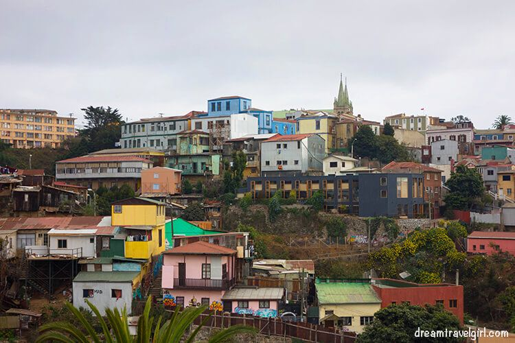 Chile_Valparaiso_colorful-houses02
