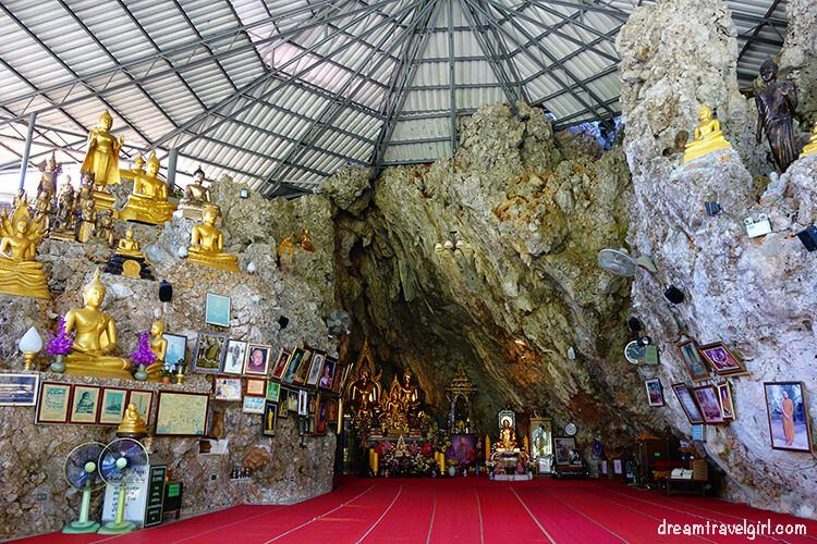 Cave and buddhas, interior of the temple
