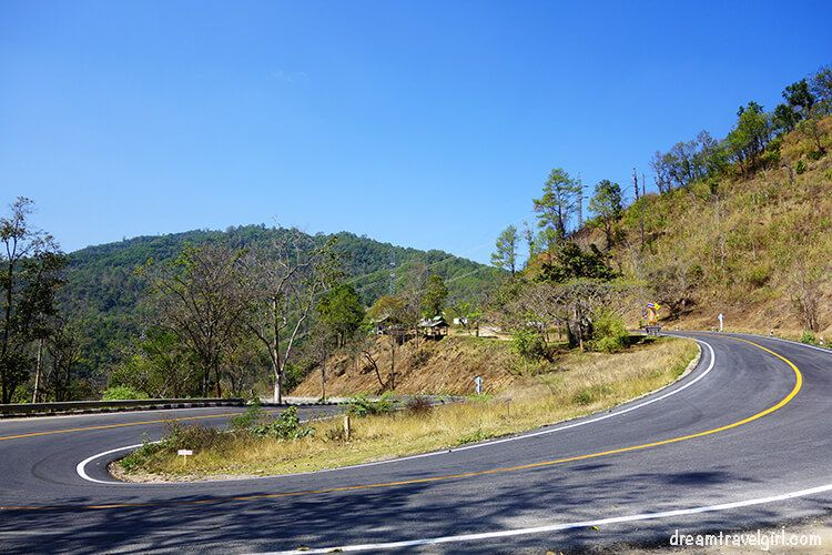 Road from Ban Mae Ma Lai to Huai Nam Dang: curves