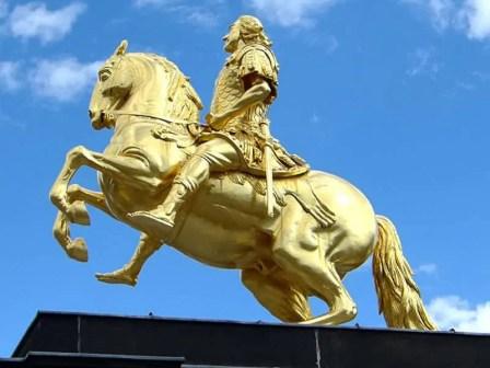 Nahaufnahme Goldener Reiter
