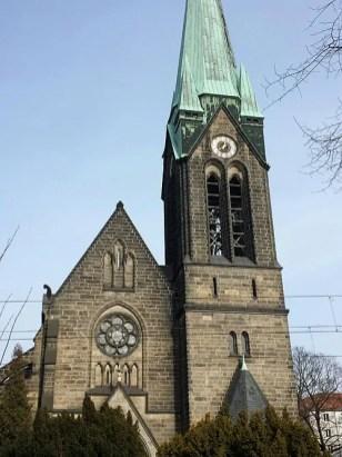 Herz Jesu Kirche mit Turm