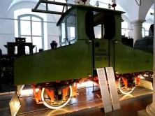 Bahn Achtung Hochspannung