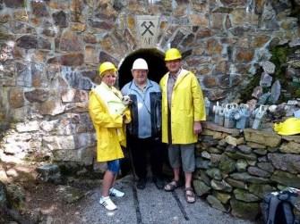 Der Höhlenführer mit Gästen