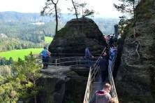 Ausflugsziel Bastei und Felsenburg Neurathen in der Sächsischen Schweiz gut besuchte Brücke
