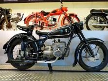 Schwarzes Motorrad mit Silber
