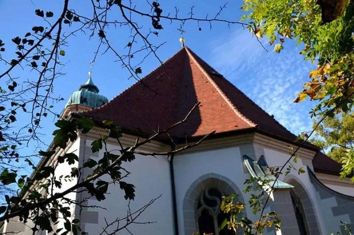 Dach mit Kreuz