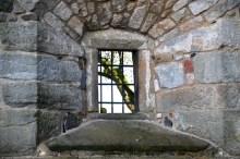 Kleines Fenster in der Mauer