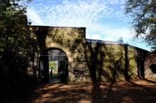 Eingang mit Burgmauer