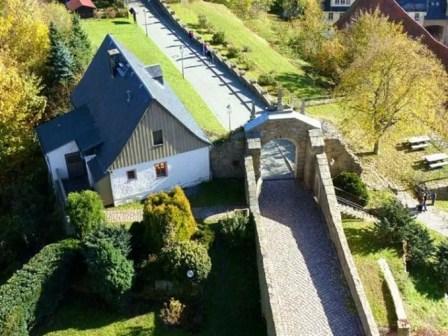 Eingang Torbogen Schloss Scharfenstein