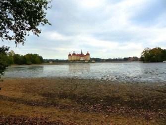 Schloss Moritzburg und leerer Teich