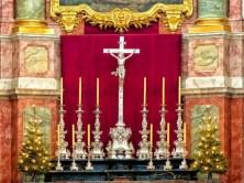 Kreuz mit Kerzen
